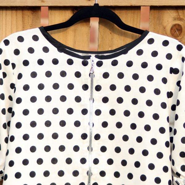 sac06-black-white-polka-white-top