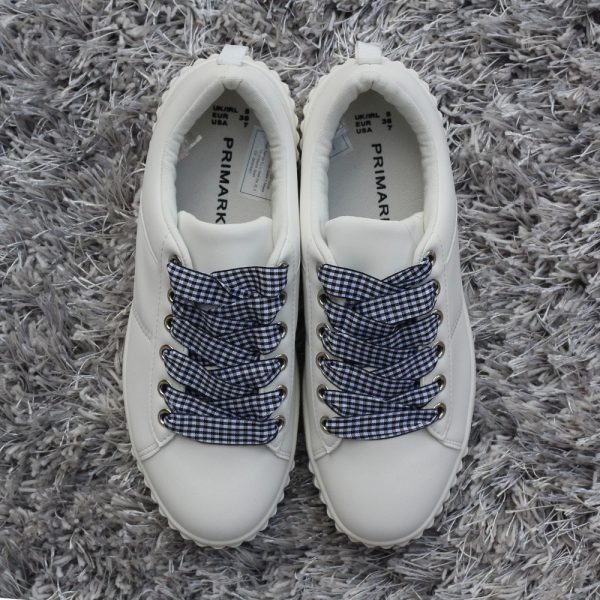 primark-white-sneakers-with-bw-checked-laces