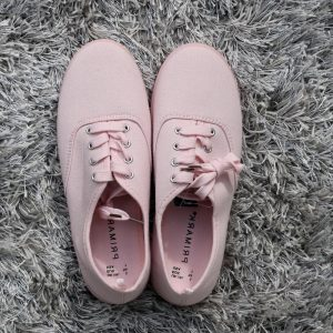 primark-pink-canvas-sneakers